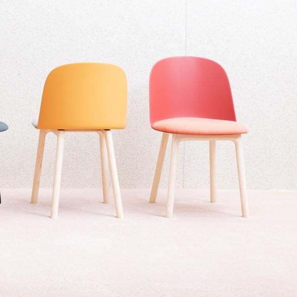 Stuhl MARIOLINA mit Holzgestell
