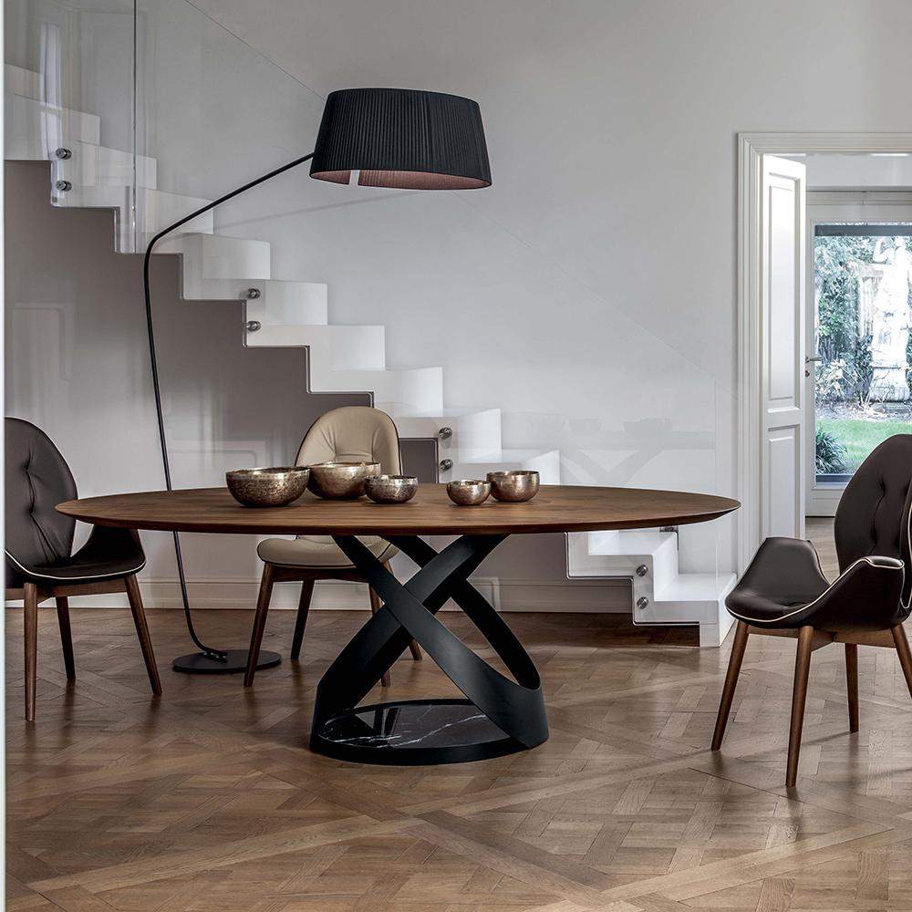 design tisch capri mit formsch nen fu von tonincasa die. Black Bedroom Furniture Sets. Home Design Ideas